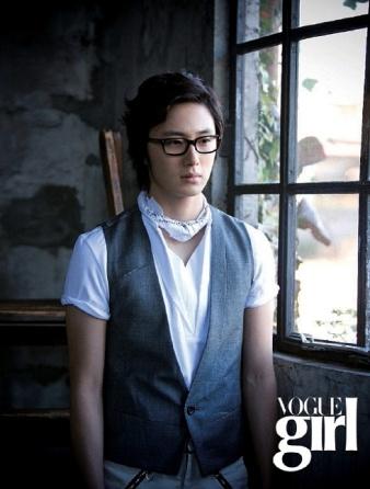 voguegirl+mar+2008_3