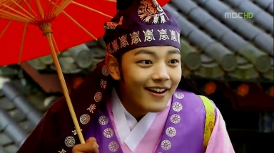 The Moon that Embraces the Sun Ep 01.avi_002296930