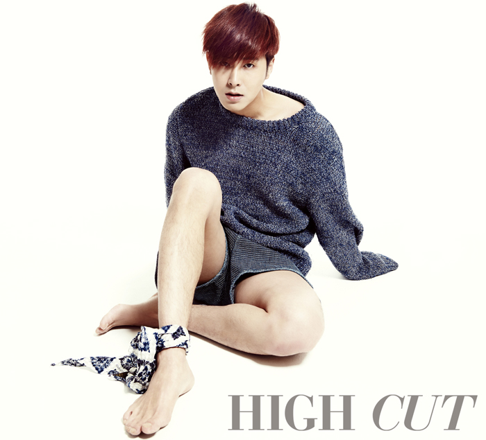 jung yunho high cut vol 102 the talking cupboard. Black Bedroom Furniture Sets. Home Design Ideas
