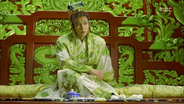 Empress.Ki.E14.131210.HDTV.XviD-LIMO.avi_000309576