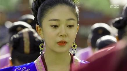 Empress.Ki.E16.131217.HDTV.XviD-LIMO.avi_000358091