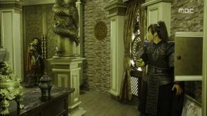 Empress.Ki.E19.140106.HDTV.XviD-LIMO.avi_002457724