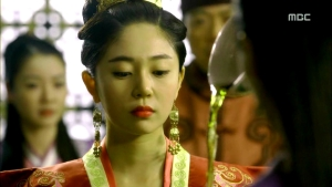 Empress.Ki.E27.140203.HDTV.XviD-LIMO.avi_000137203