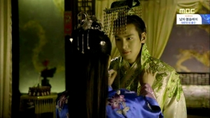 Empress.Ki.E30.140217.HDTV.XviD-LIMO.avi_003011845