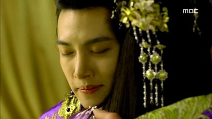 Empress.Ki.E34.140303.HDTV.XviD-LIMO.avi_002041341