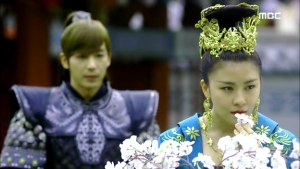 Empress.Ki.E48.140421.HDTV.XviD-LIMO.avi_001328928