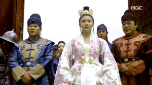 Empress.Ki.E49.140422.HDTV.XviD-LIMO.avi_002007774