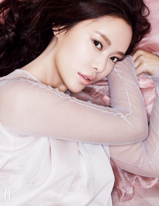 hwangjungeum+w+mar15+4