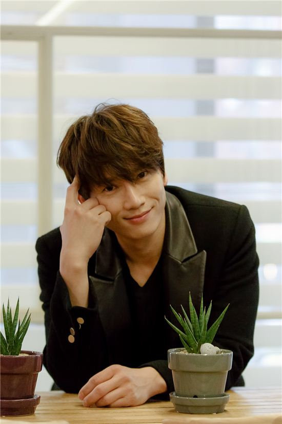 Kill Me, Heal Me – Interview with Ji Sung – the talking cupboard